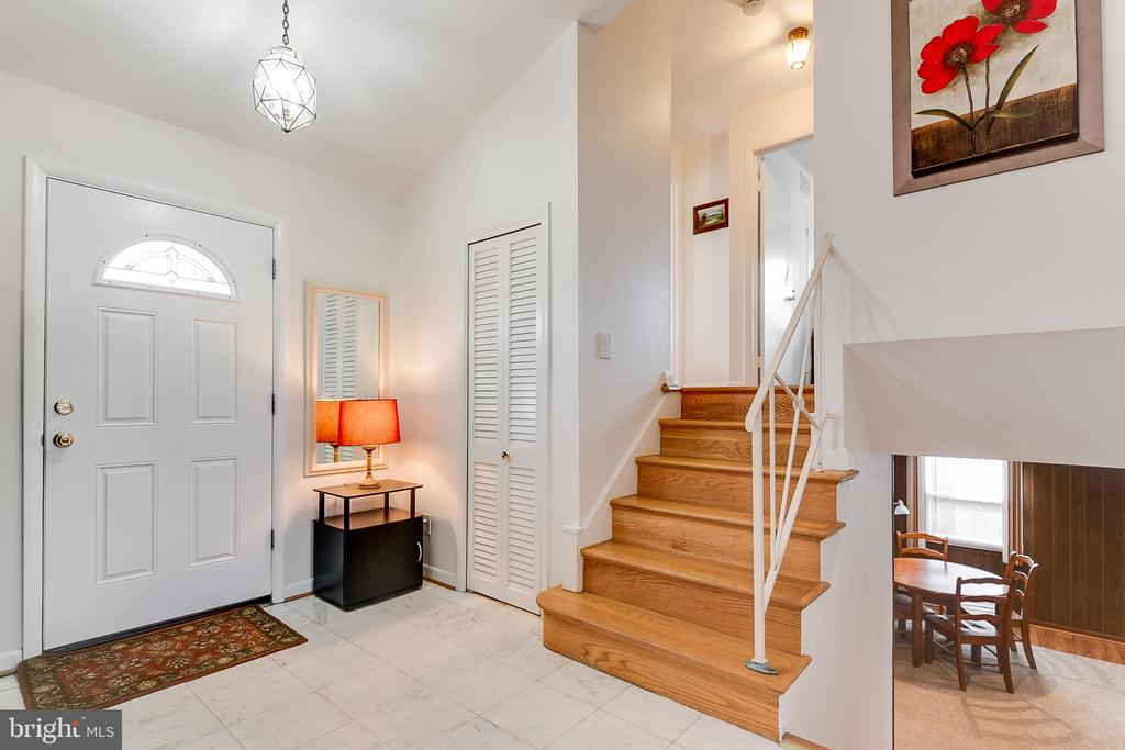 Foyer entry with HW on main and upper levels - 10702 STONEYHILL DR, SILVER SPRING