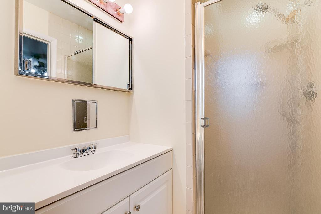 master bathroom - 10702 STONEYHILL DR, SILVER SPRING