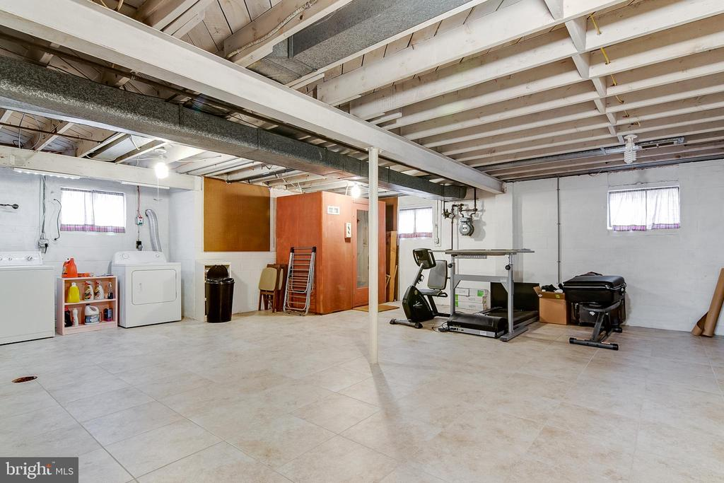 sub basement offers tons of extra space or storage - 10702 STONEYHILL DR, SILVER SPRING