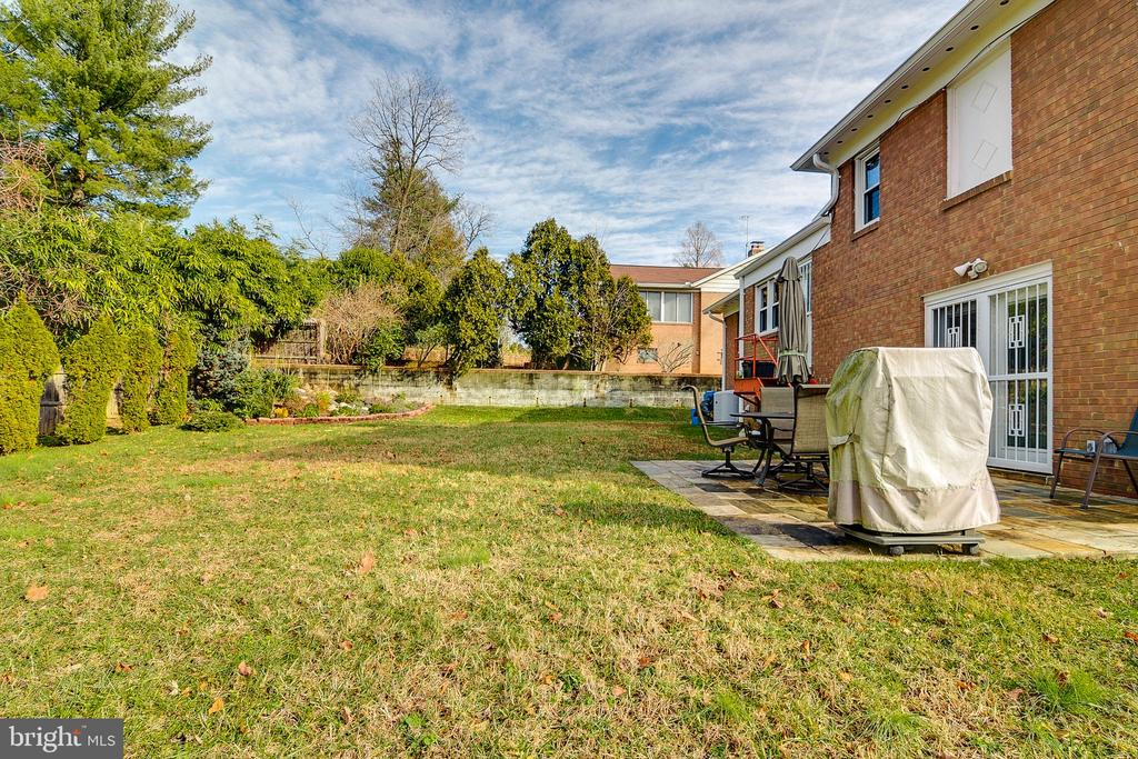 Large fenced yard and patio - 10702 STONEYHILL DR, SILVER SPRING