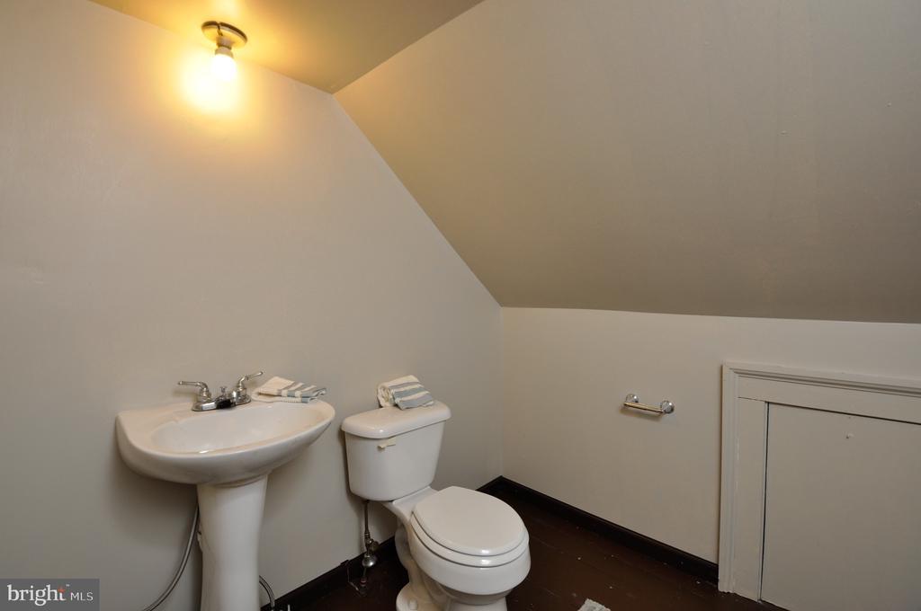 Attic half bathroom - 611 CAROLINE ST, FREDERICKSBURG