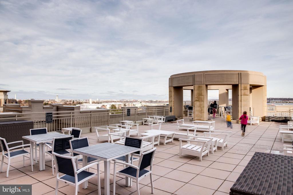 Roof Top Deck - 3650 S GLEBE RD #639, ARLINGTON