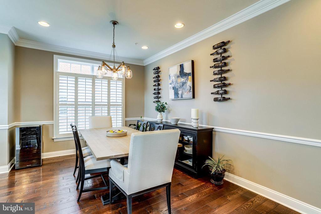 Large dining room - 4349 4TH ST N, ARLINGTON
