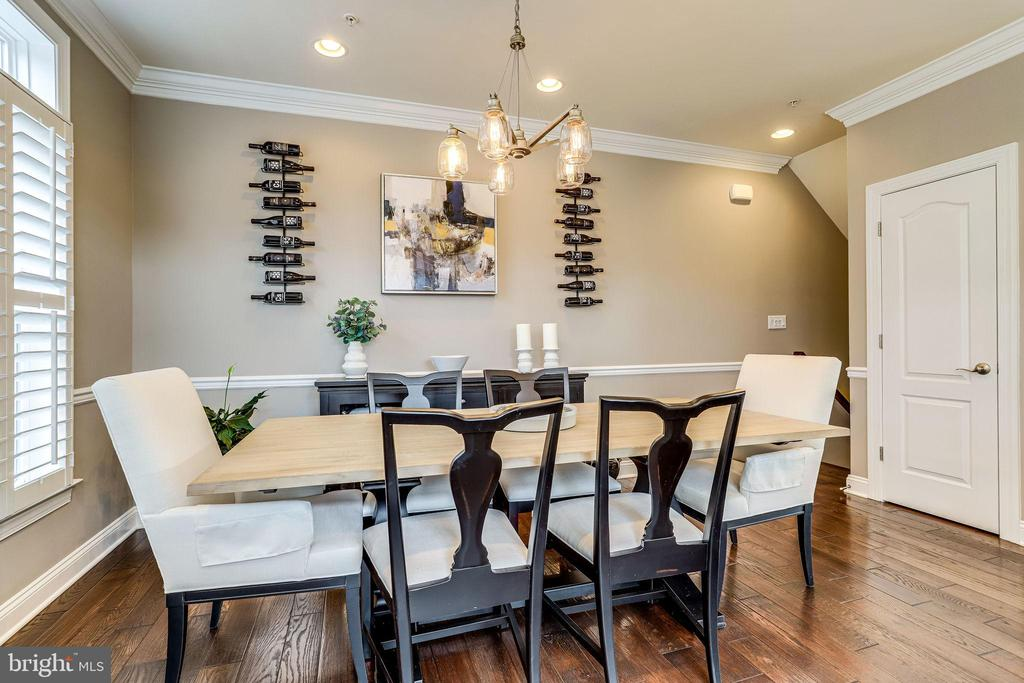 Dining room with hardwoods, custom molding - 4349 4TH ST N, ARLINGTON