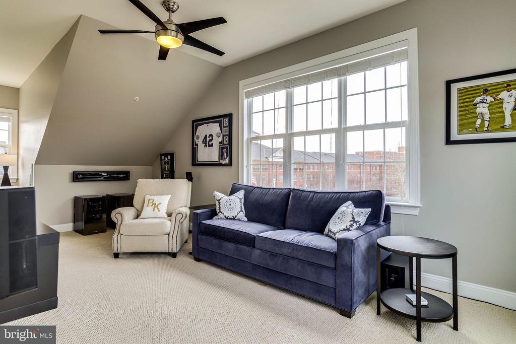 Upper level 4th bedroom or family room - 4349 4TH ST N, ARLINGTON