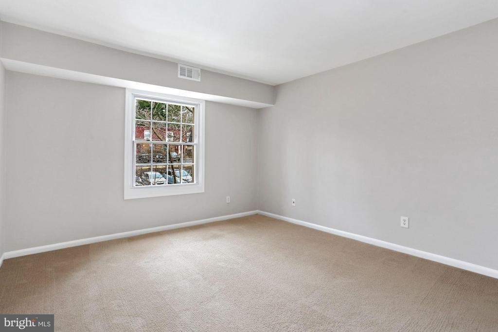 Bedroom w/Updated Vinyl Window - 8110-E COLONY POINT RD #218, SPRINGFIELD