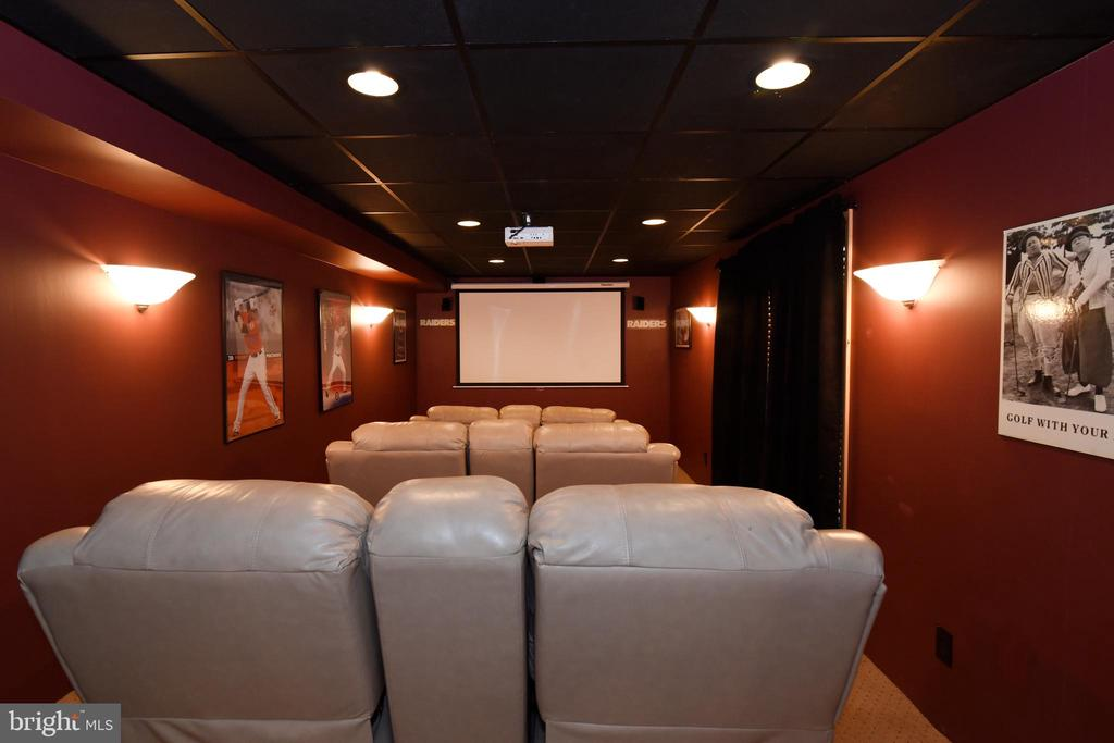 Theater room with screen and projector - 42070 SADDLEBROOK PL, LEESBURG