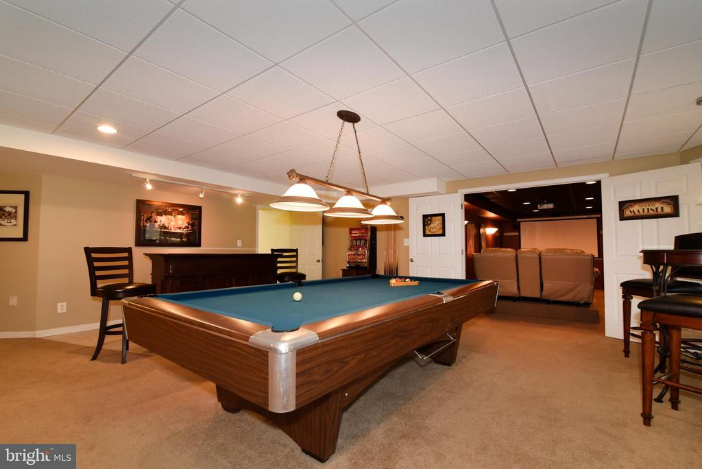 Pool table conveys! - 42070 SADDLEBROOK PL, LEESBURG
