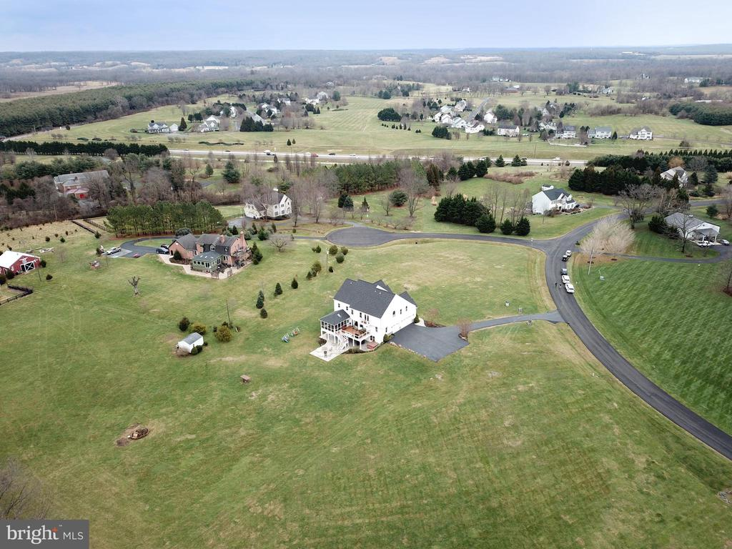 Nearly four and a half acres - 42070 SADDLEBROOK PL, LEESBURG