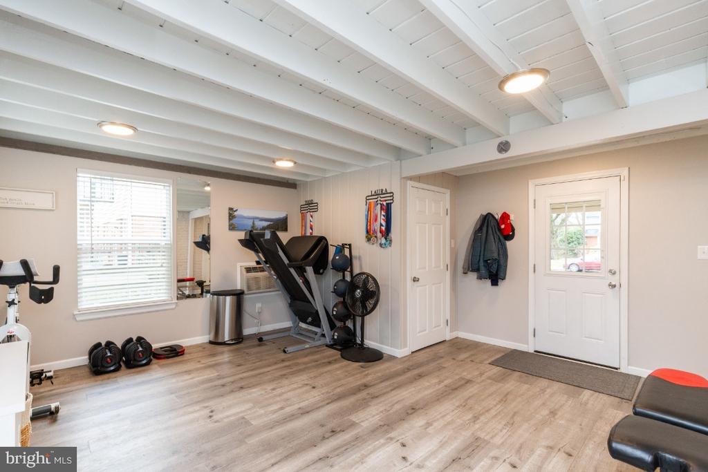 Bright 4 season room converted in 2018 - 1064 DALEBROOK DR, ALEXANDRIA