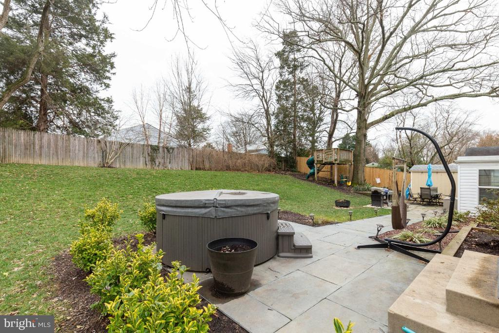 2 year old hot tub on patio off the living room - 1064 DALEBROOK DR, ALEXANDRIA