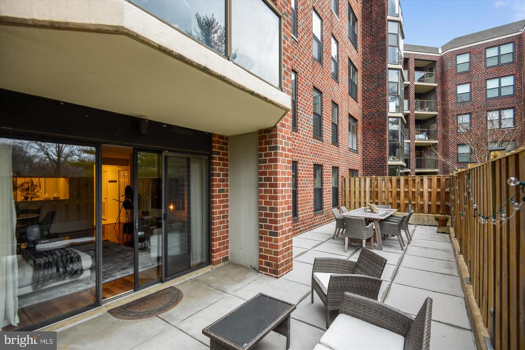Enormous Private Patio - 2100 LEE HWY #117, ARLINGTON