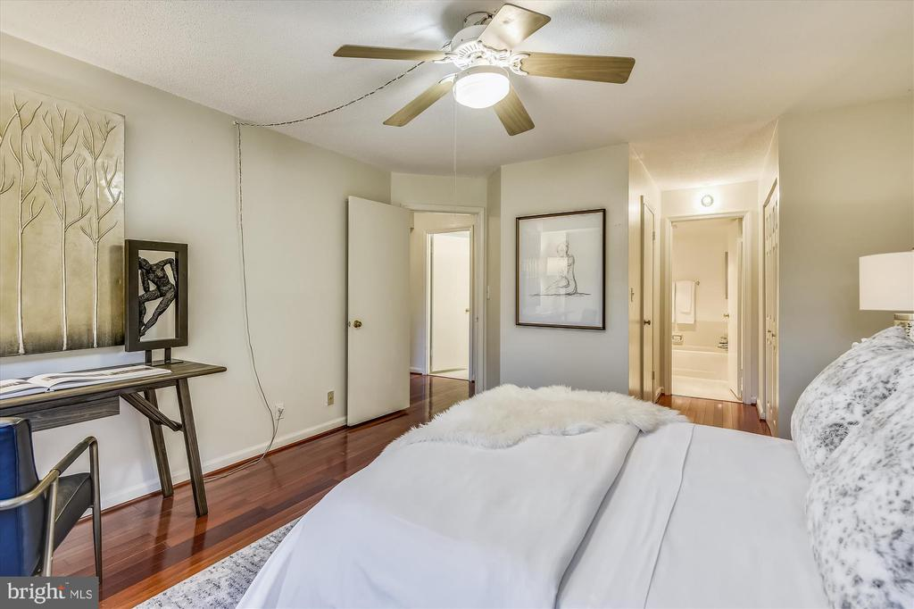 Spacious Primary Bedroom - 2100 LEE HWY #117, ARLINGTON