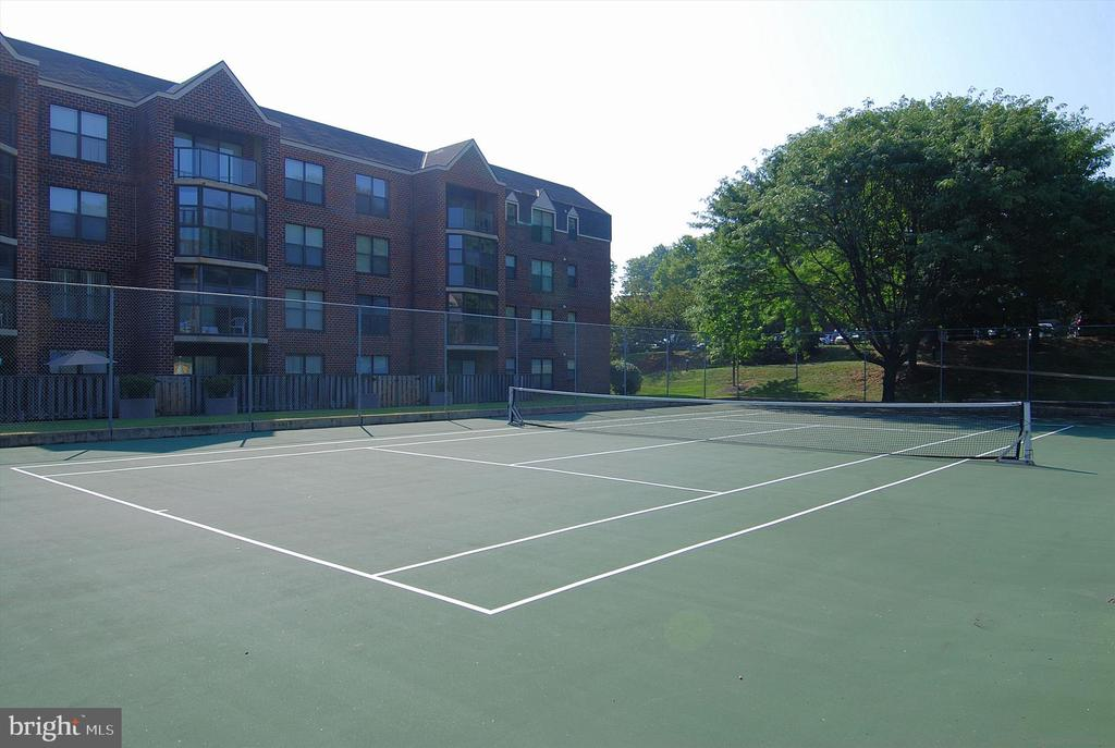 Tennis Courts - 2100 LEE HWY #117, ARLINGTON