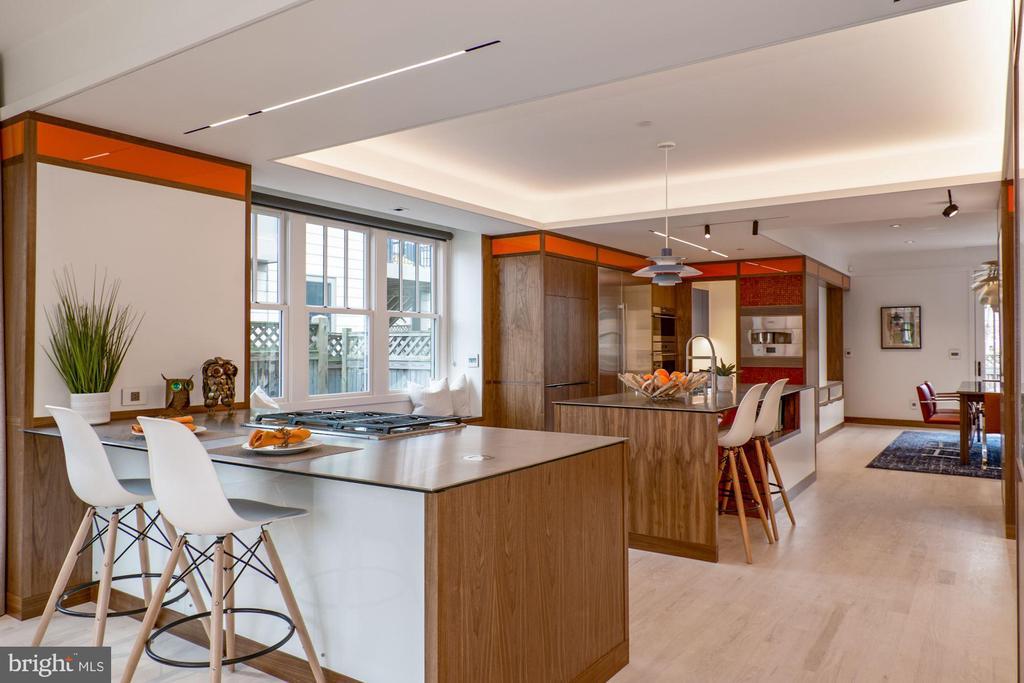 Wide open floor plan - 491 N WAKEFIELD ST, ARLINGTON