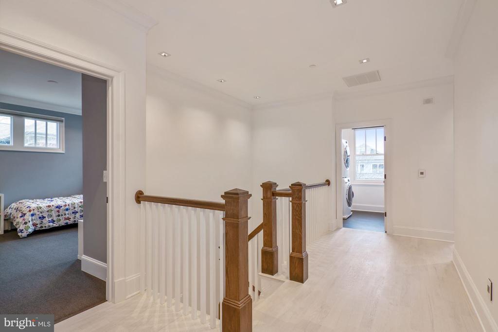 Upstairs hall laundry room - 491 N WAKEFIELD ST, ARLINGTON