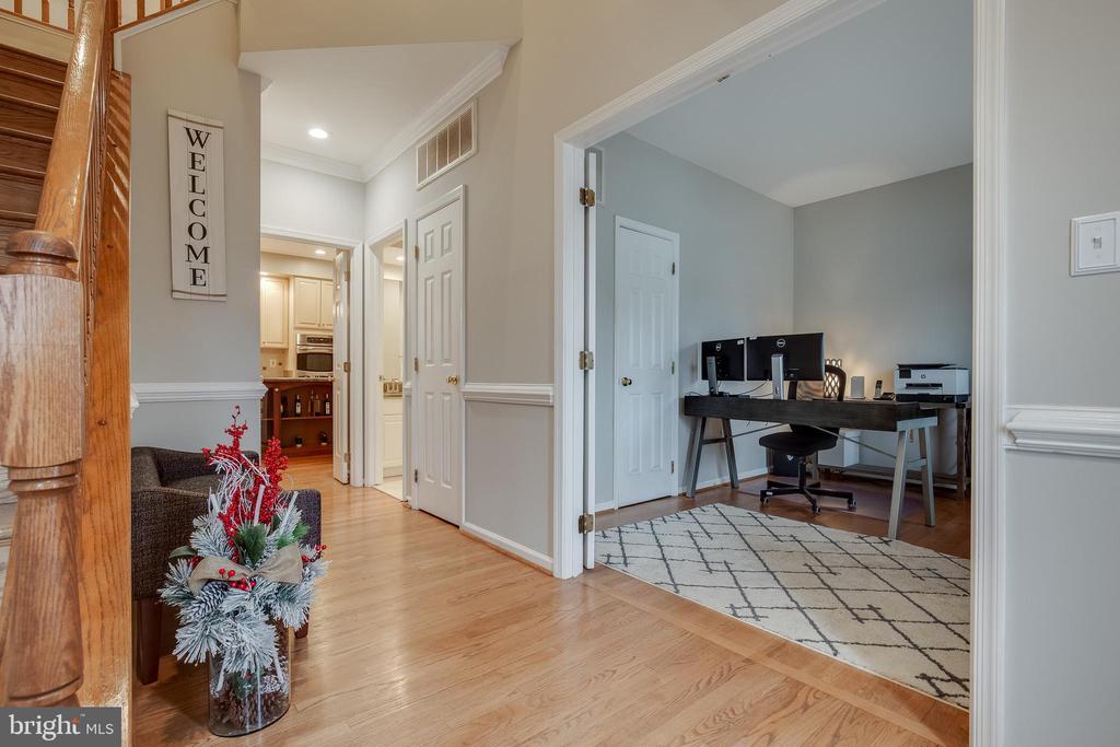 Front Hallway - 43216 LINDSAY MARIE DR, ASHBURN