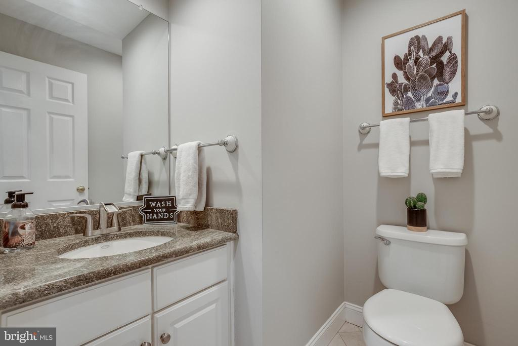 Updated Powder Room - 43216 LINDSAY MARIE DR, ASHBURN