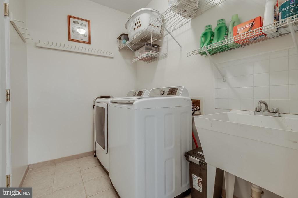 Main Level Laundry with Utility Sink - 43216 LINDSAY MARIE DR, ASHBURN