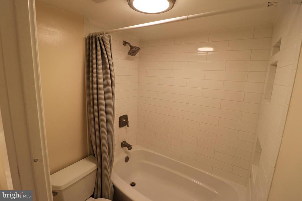 - 125-I CLUBHOUSE DR SW #1, LEESBURG