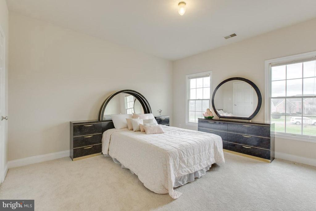 Private bedroom #5 - 41205 CANONGATE DR, LEESBURG