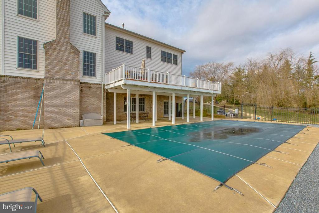 Lay out and relax by the heated  inground pool. - 41205 CANONGATE DR, LEESBURG