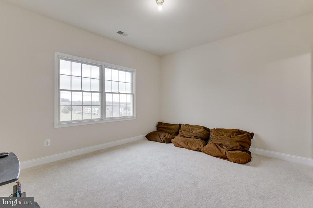 Quiet space for bedroom #4 with view of pond - 41205 CANONGATE DR, LEESBURG