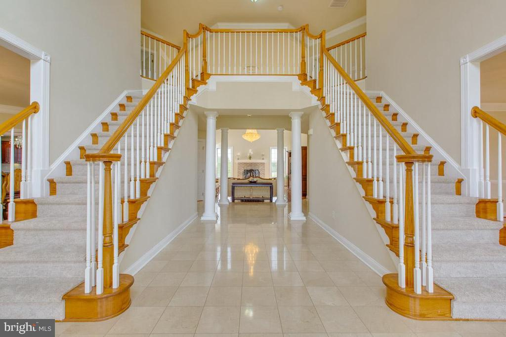 Open foyer plan with 2 staircases - 41205 CANONGATE DR, LEESBURG