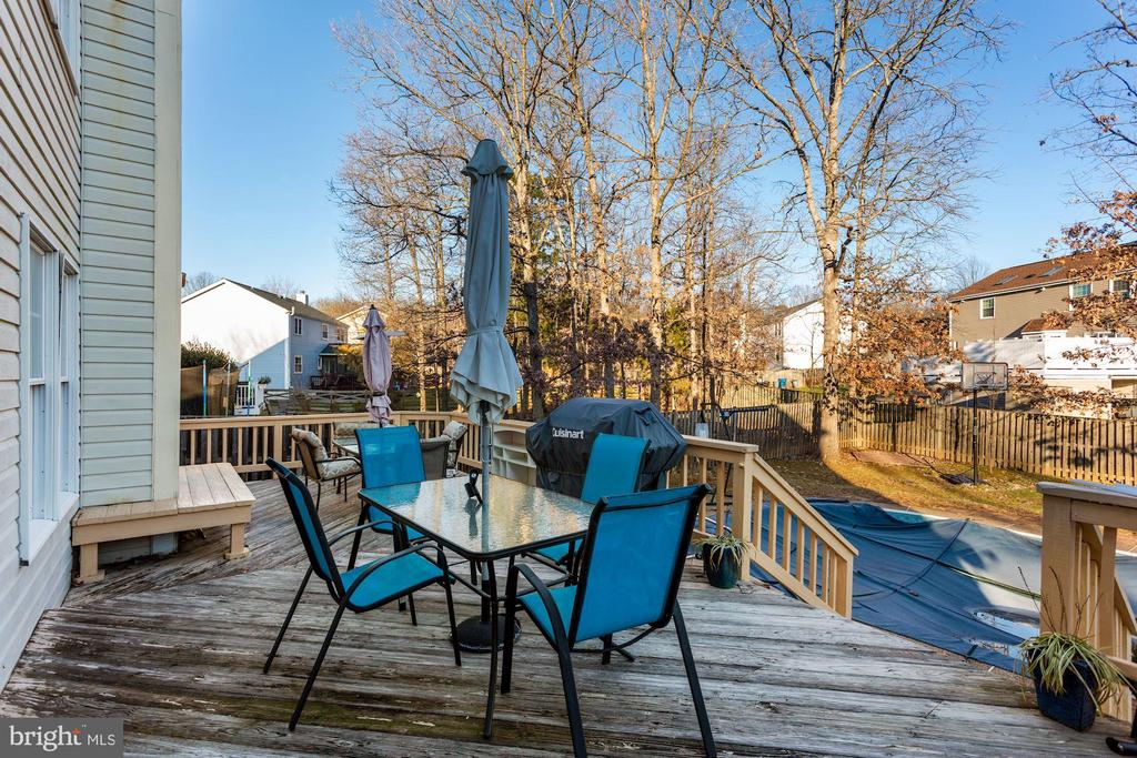 enjoy lots of outdoor time on the patio - 21108 MIDDAY LN, STERLING