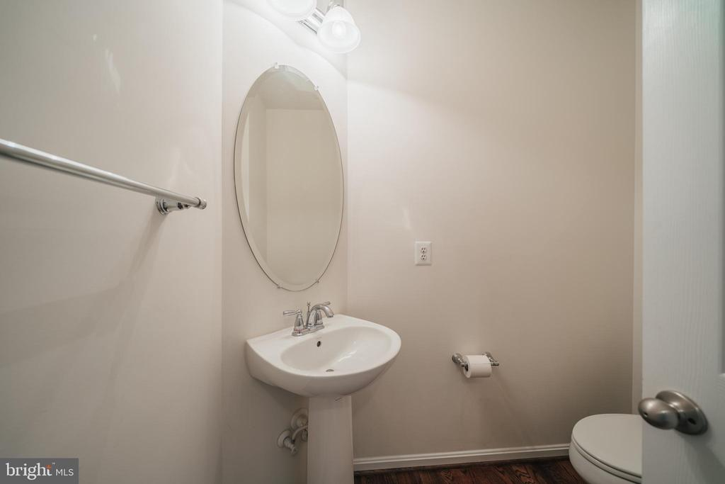 HALF BATH - 2944 AMERICAN EAGLE BLVD, WOODBRIDGE