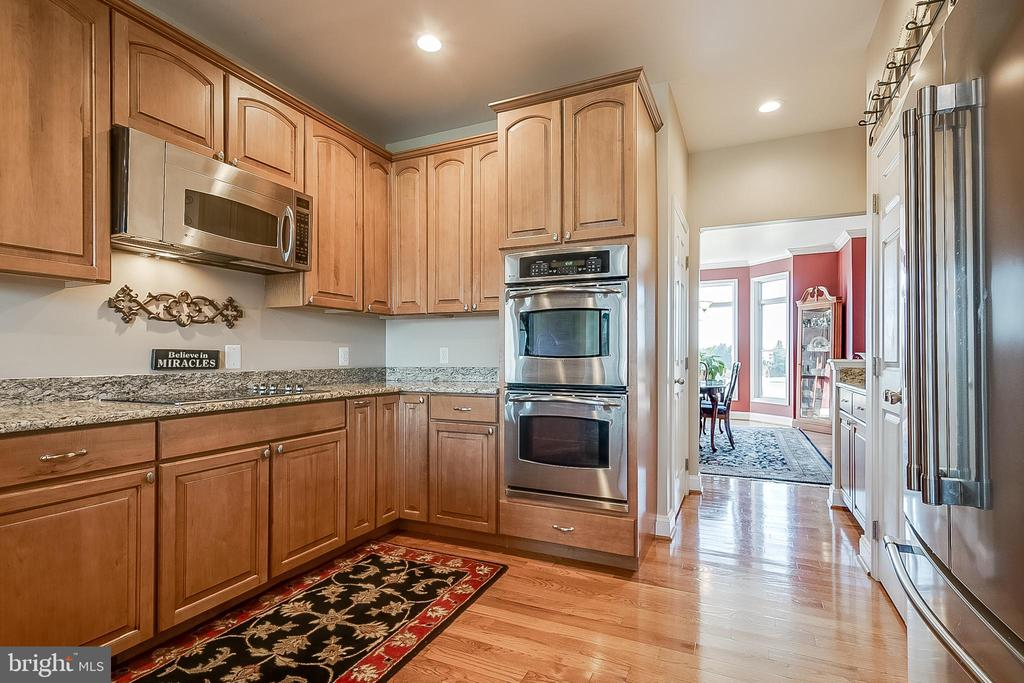 SS appliances and granite counters - 42070 SADDLEBROOK PL, LEESBURG