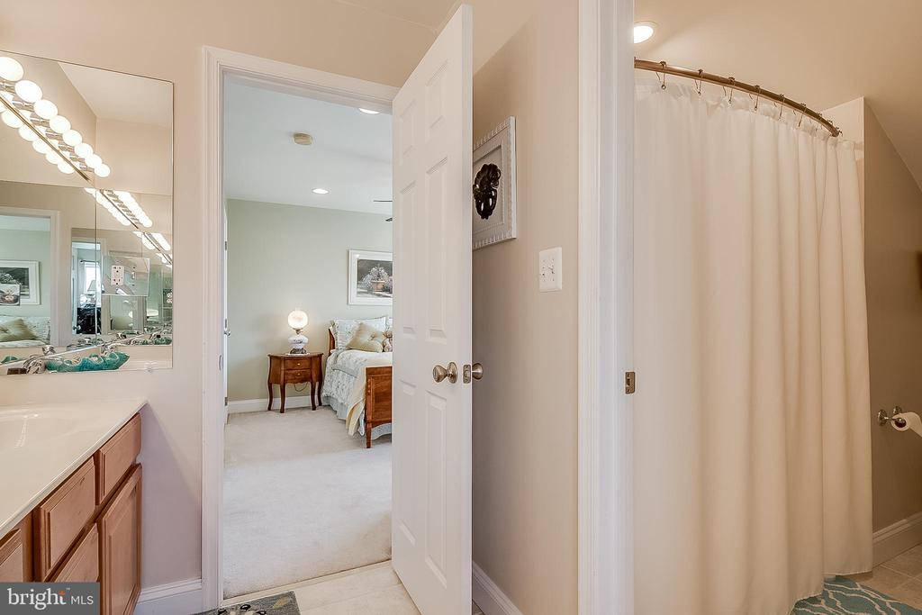 Second & Third bedroom shared bath - 42070 SADDLEBROOK PL, LEESBURG