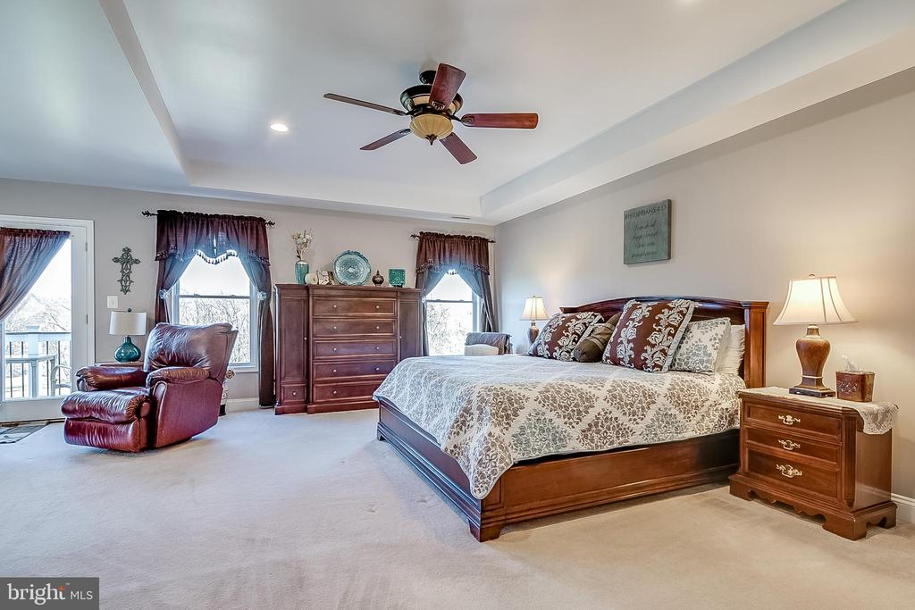 Primary bedroom and sitting room - 42070 SADDLEBROOK PL, LEESBURG