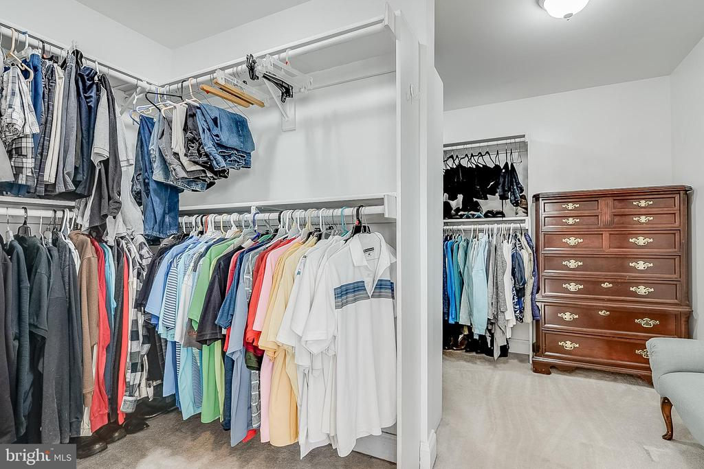 Huge primary closet - 42070 SADDLEBROOK PL, LEESBURG