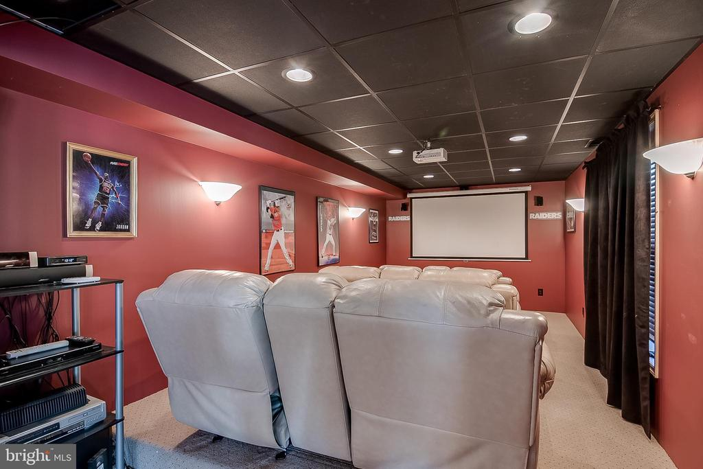 Lower level theater room - 42070 SADDLEBROOK PL, LEESBURG