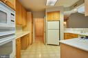 Large open kitchen - 19350 MAGNOLIA GROVE SQ #407, LEESBURG