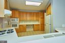 Kitchen has dual countertops - 19350 MAGNOLIA GROVE SQ #407, LEESBURG