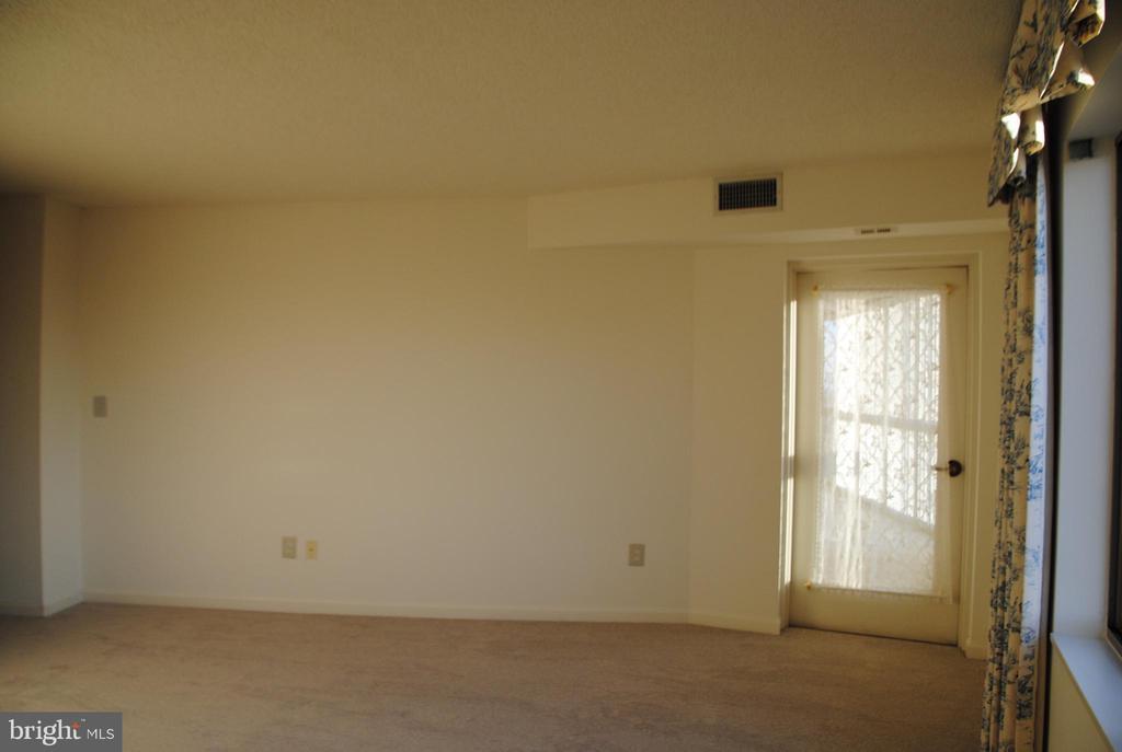 master bedroom opens to sun room - 19385 CYPRESS RIDGE TER #1103, LEESBURG
