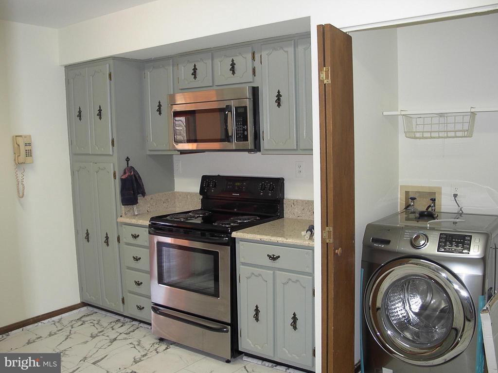 Kitchen & Laundry Closet - 8902-A LINKS BRIDGE RD, THURMONT