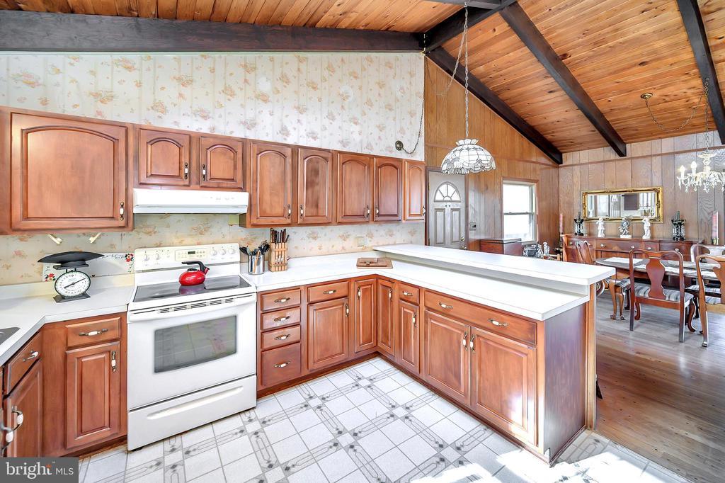 u shape kitchen - 116 WASHINGTON ST, LOCUST GROVE