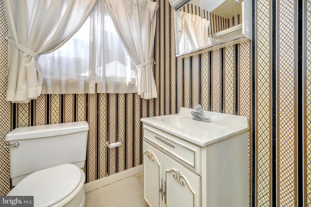lower level bath - 116 WASHINGTON ST, LOCUST GROVE