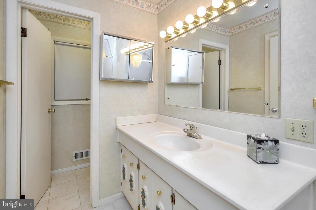 master bath - 116 WASHINGTON ST, LOCUST GROVE