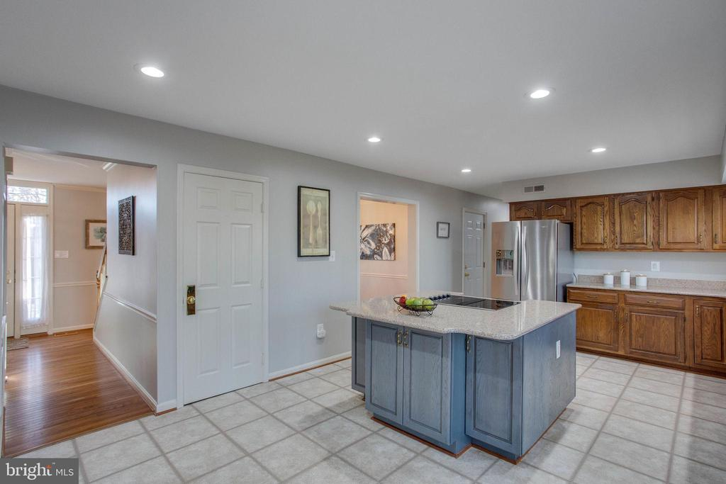 Room for lots of chefs! - 4510 MARQUIS PL, WOODBRIDGE