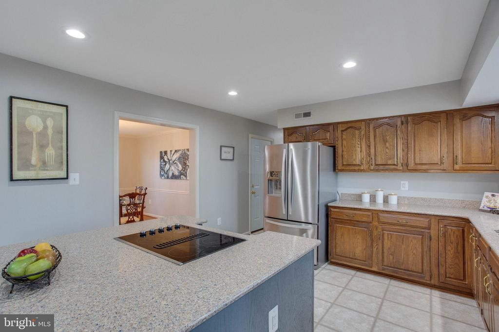 You'll never want for more counter space - 4510 MARQUIS PL, WOODBRIDGE