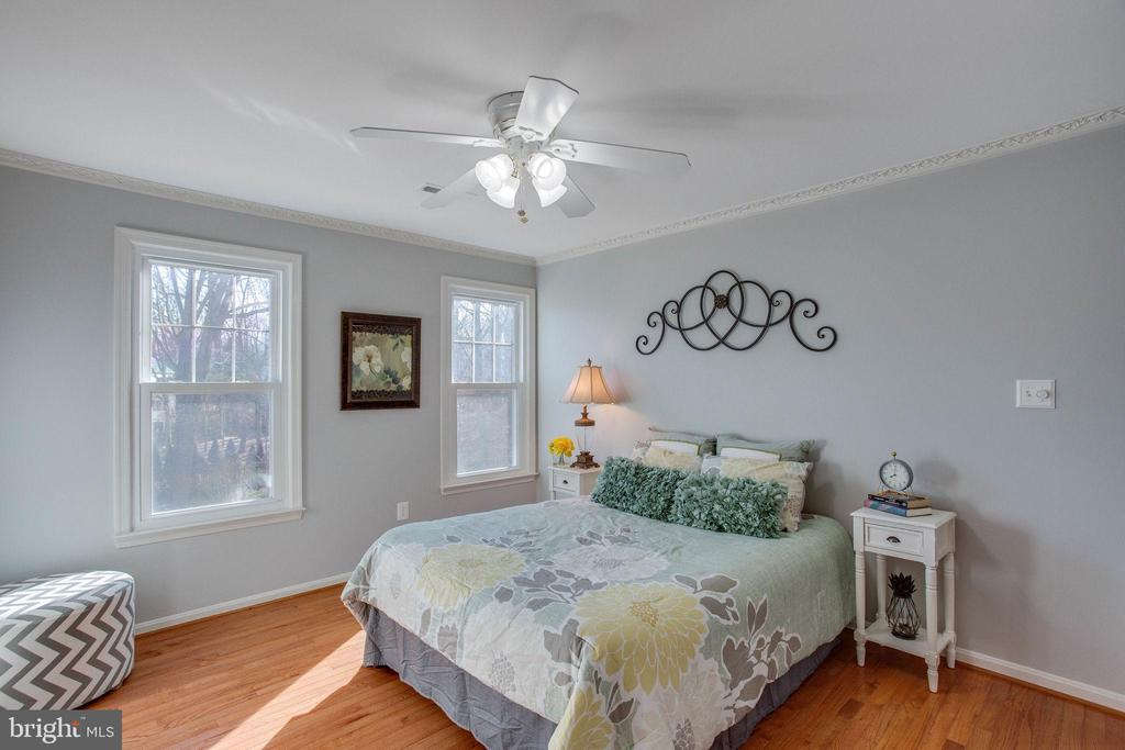 Hardwoods, Ceiling Fans and large Windows - 4510 MARQUIS PL, WOODBRIDGE