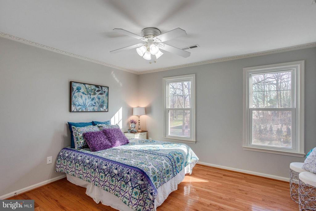 Hardwoods, Ceiling Fans and Windows! - 4510 MARQUIS PL, WOODBRIDGE