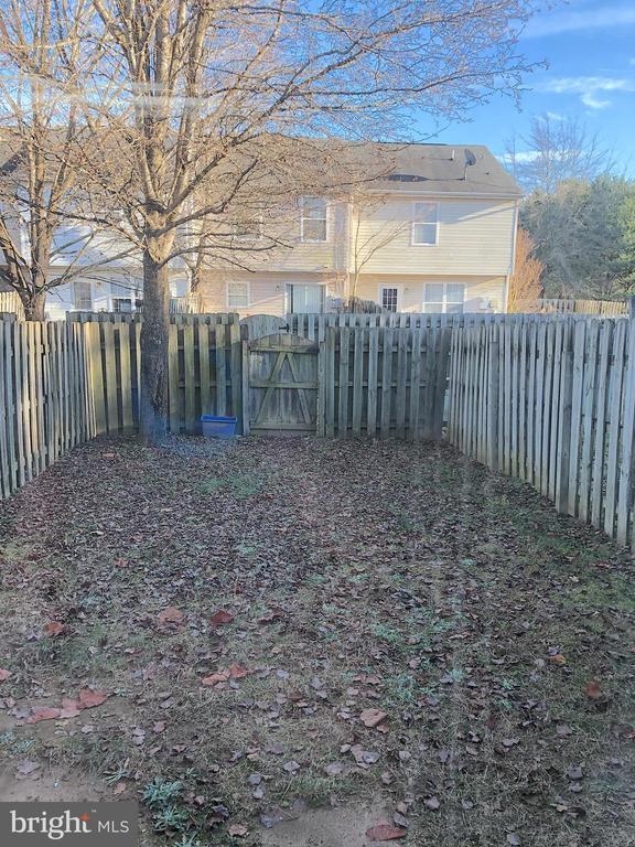 Privacy fenced rear yard - 10503 GUILDERLAND CT, FREDERICKSBURG