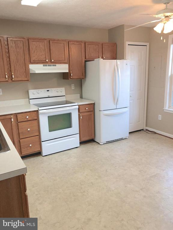 Kitchen-LG appliances, pantry, fan, big table area - 10503 GUILDERLAND CT, FREDERICKSBURG