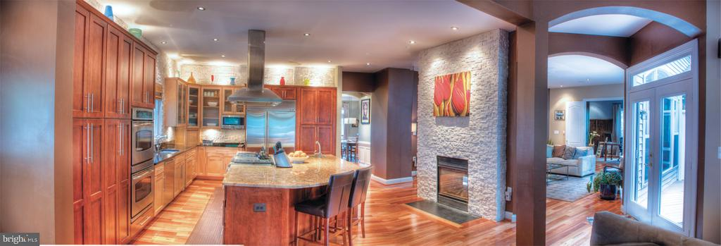 Kitchen and family room/deck - 206 GREENHOW CT SE, LEESBURG