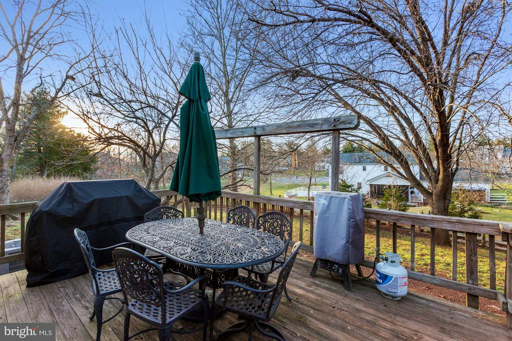 Backyard deck - 10171 YORKTOWN WAY, GREAT FALLS